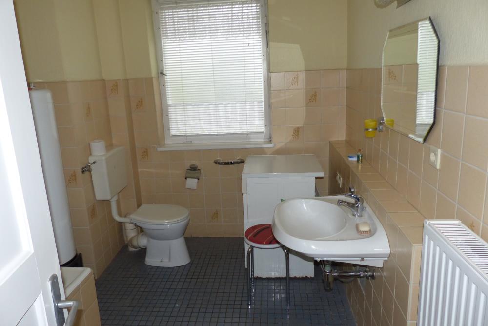 Badezimmer EG ...